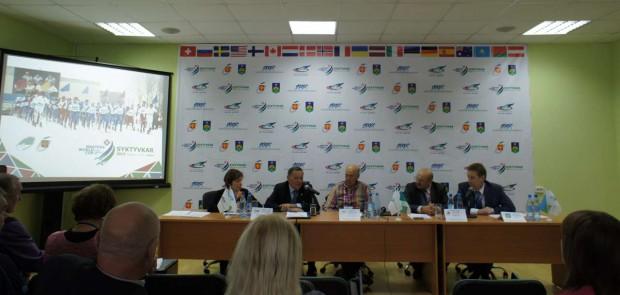 Пресс-конференция на ежегодной встрече World Masters Association. Слева направо: переводчик, Виталий Курочкин, Дитер Heckmann, Николай Гордеев, Иван Поздеев